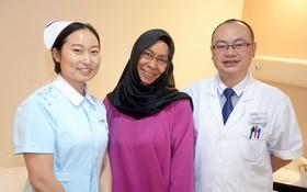 沙意達和聖丹福廣州現代腫瘤醫院醫護人員合影。
