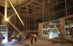 四川九寨溝發生強震,九寨天堂洲際大飯店嚴重受損,現場證實有人被壓埋。(圖擷取自微博)