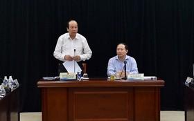 政府辦公廳主任梅進勇(左)部長在會上發表講話。(資料圖源:VGP)