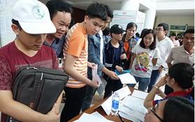 獲錄取的考生在師範大學申報入學。(圖源:互聯網)