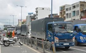 該起交通事故現場,6輛車卡在一起,頭部和尾部損壞。(圖源:互聯網)