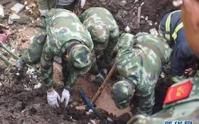8月30日,武警官兵在參加救援。(圖源:新華網)