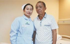 李文添與護士長合照。