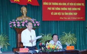 政府常務副總理張和平(左)在會議上發表講話。(圖源:VGP)