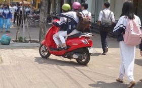 許多學生放學後駕駛新款的大排量摩托車。(圖源:互聯網)