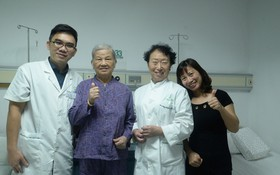 武氏景和女兒與聖丹福廣州現代腫瘤醫院的專家合照。