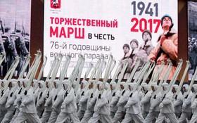 俄羅斯首都莫斯科紅場舉行閱兵活動,紀念1941年衛國戰爭最艱難階段舉行的紅場閱兵76週年。(圖源:TASS)