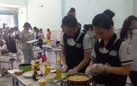 文朗學校學生參加烹飪比賽。