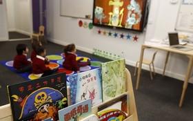11月7日,在英國倫敦韋德小學,學生在中文教室上課。(圖源:互聯網)