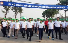 """逾 5000 人參加""""為窮人""""步行活動。"""