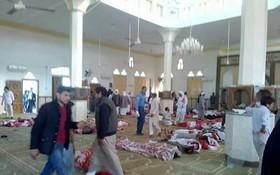 國家主席陳大光向阿拉伯埃及共和國總統阿卜杜勒法塔赫塞西致電慰問。圖為埃及一座清真寺遭遇恐怖爆炸襲擊,導致數百名無辜民眾傷亡。(圖源:互聯網)