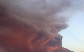 阿貢火山噴發。(圖源:路透社)