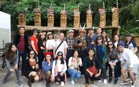 考察團參觀嘉蘭部落時合照。