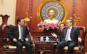 市委書記阮善仁(右)接見中國駐本市總領事陳德海。(圖源:市黨部新聞網)
