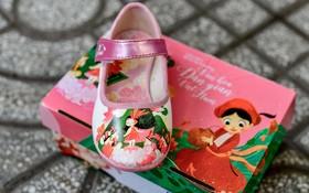 帶有越南民間故事人物圖案的童鞋。