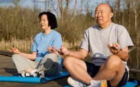長者心情低落不妨練瑜伽。(圖源:互聯網)