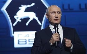 當地時間6日,俄羅斯下諾夫哥羅德,俄羅斯總統普京出席高爾基汽車廠85週年慶典活動,正式宣佈將參加2018年總統選舉。(圖源:Sputnik)