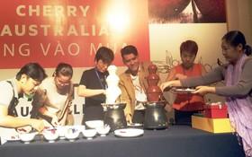 與會者參與製作櫻桃美食。
