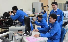 美國微軟集團技術員在本市高新技術園區工作。(圖源:廷民)