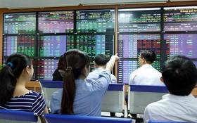 投資者在跟進越南股市的走勢。
