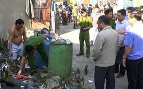 平陽省公安在發現死者屍體地方和發生命案的宿舍區內進行現場勘查。(圖源:杜長)