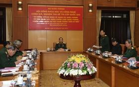 """""""關於國防、軍事的胡志明思想與在新時期運用建設越南國防戰略、軍事戰略""""國家級題材的評價和驗收會議現場一瞥。(圖源:明慶)"""