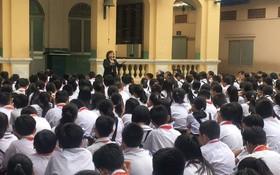 麥劍雄中學學生聽取防止少兒被性侵犯知識。