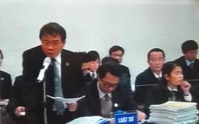 阮國雄律師在法庭上為被告鄭春清辯護。(圖源:黃蝶)