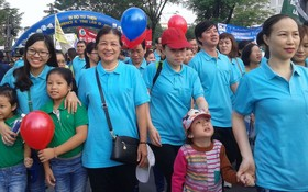 廣大市民踴躍參加慈善徒步活動。