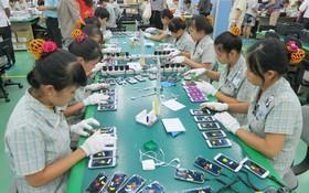 我國生產手機配件出口外國市場。