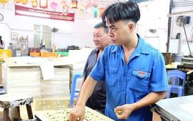 年輕黨員阮世海在工作上一向都領先以身作則。