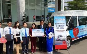 越南奶品公司向市人道捐血中心贈送捐血專用車。