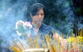 應儘可能少吸入燒香的煙霧及氣味。