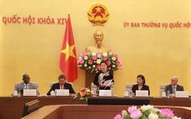 國會主席阮氏金銀在會議上發表演講。