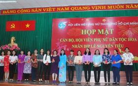 獲得表彰的華人婦女幹部。