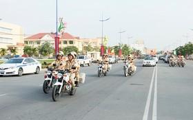 交通警察展開交規宣傳活動。