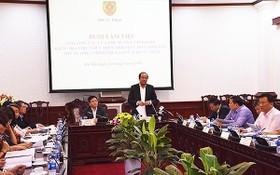 梅進勇部長(中右)在會議上發表講話。