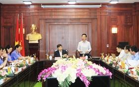 武文賞同志(中右)在會上發表講話。(圖源:銀河)
