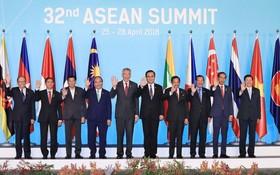 阮春福總理與各出席會議的代表團長。(圖源:統一)