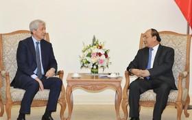 阮春福總理接見美國摩根大通集團主席戴蒙。(圖源:統一)