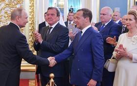 普京(左)提名梅德韋傑夫出任俄新政府總理。(圖源:Getty Images)