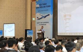 越南航空總公司總經理楊智成在研討會上發表講話。(圖源:蓮花)