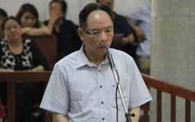 被告人潘明月出庭受審。