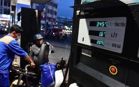 每公升汽油漲價 600 元。(示意圖源:光定)
