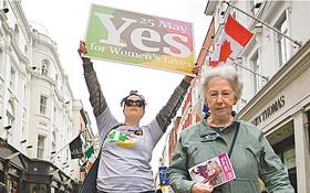 支持修憲人士在街頭造勢。 (圖源:路透社)