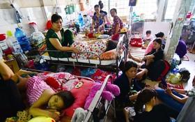市腫瘤醫院一間病房內的擁擠情況。(圖源:光定)