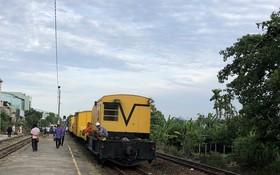 SE2列車是山城火車站恢復通車之後的首班車。(圖源:海棠)