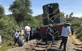 該起事故導致列車頭被脫離軌道,交通受阻。