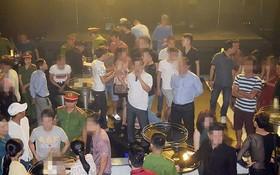 經檢查該酒吧眾多客人與員工,警方扣押了大量毒品。