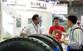 中國企業向越南企業介紹新技術。